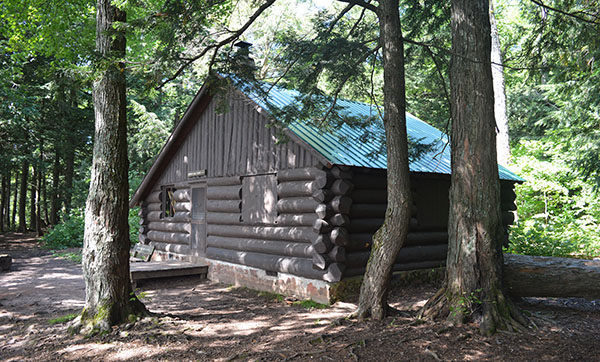 The 8 Bunk Cabin At Mirror Lake. Amazing Pictures